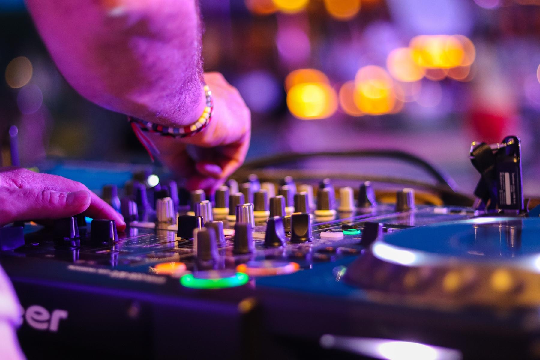 Clicca play e ascolta BMradio